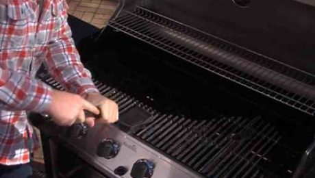 Cleaning and maintenance of barbecue